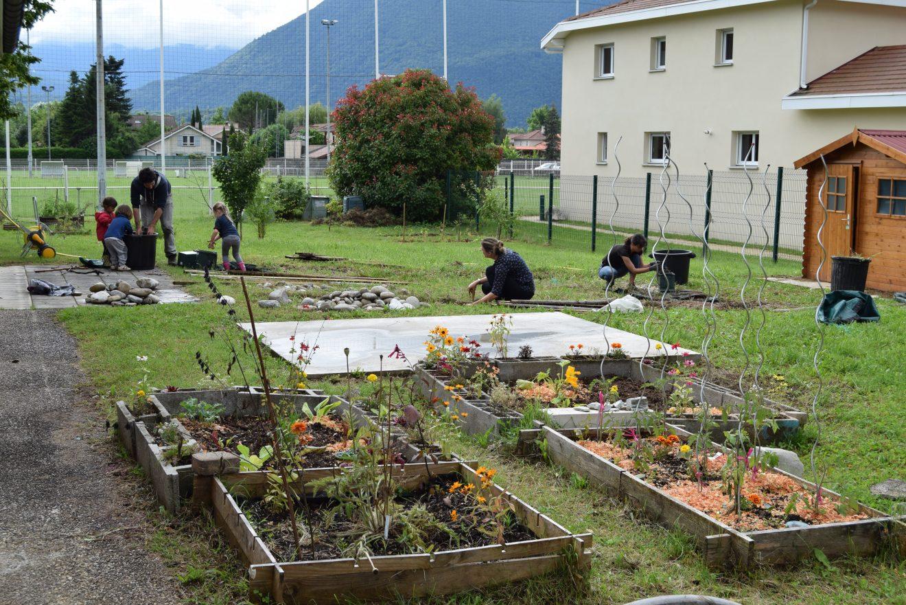 Jardinage avec Adrien et enfants